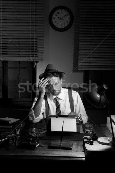 Reportero de trabajo tarde noche fumar oficina Foto stock © stokkete