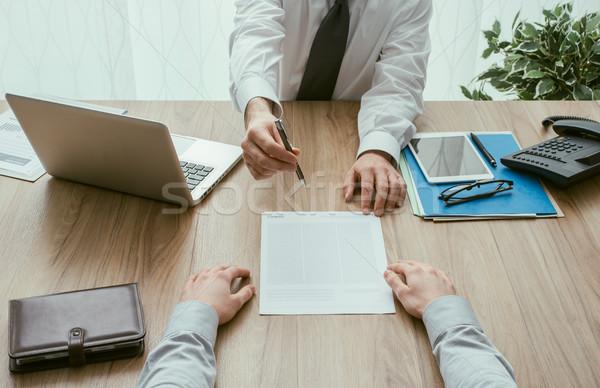 Foto stock: Contrato · acordo · empresário · cliente · reunião · de · negócios · escritório