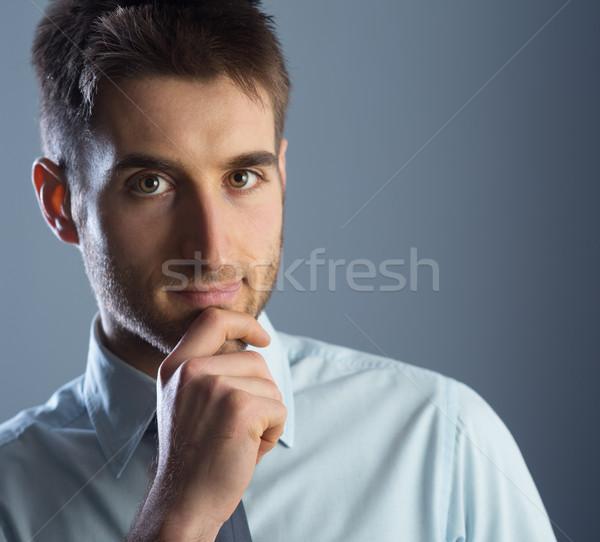 Vonzó üzletember fiatal kéz áll néz Stock fotó © stokkete