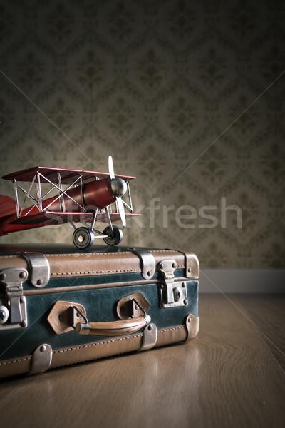 Avventuriero lungo viaggio valigie piano Foto d'archivio © stokkete