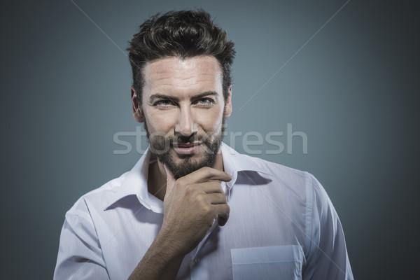 Knappe man hand kin knap glimlachend man Stockfoto © stokkete