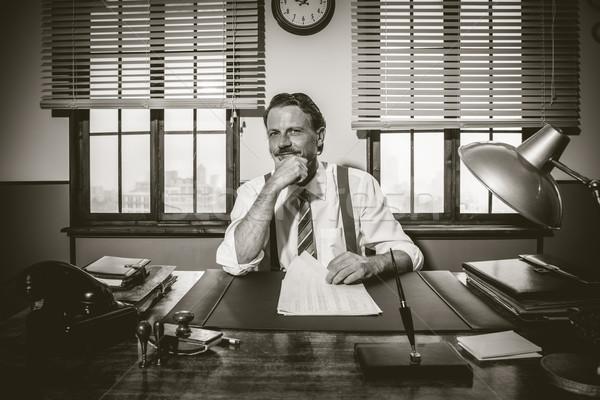 бизнесмен рабочих столе стороны подбородок улыбаясь Сток-фото © stokkete