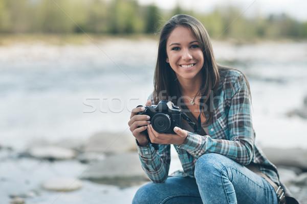 Femminile turistica fotocamera digitale giovani donna Foto d'archivio © stokkete