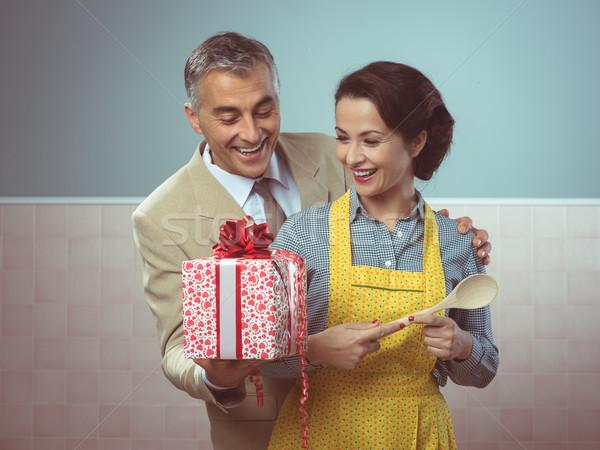 Verrassing geschenk vintage romantische paar home Stockfoto © stokkete