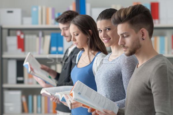 Zdjęcia stock: Grupy · studentów · biblioteki · kolegium · stałego · line