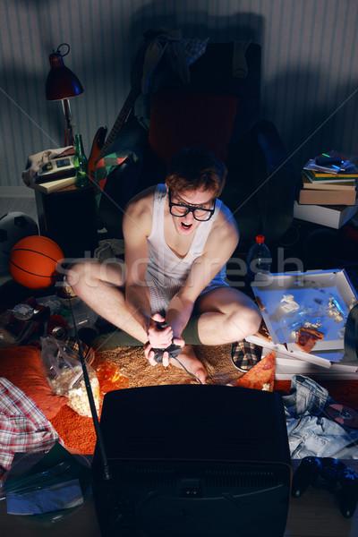 Nerd spelen video games televisie opgewonden teen Stockfoto © stokkete