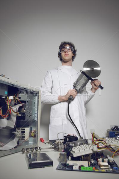 Tuhaf bilgisayar teknisyen testere gözlük Stok fotoğraf © stokkete