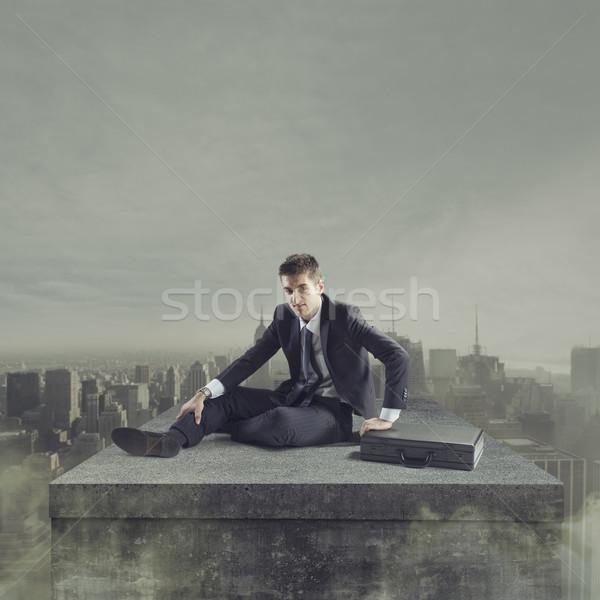 Negócio errado jovem empresário queda terreno Foto stock © stokkete