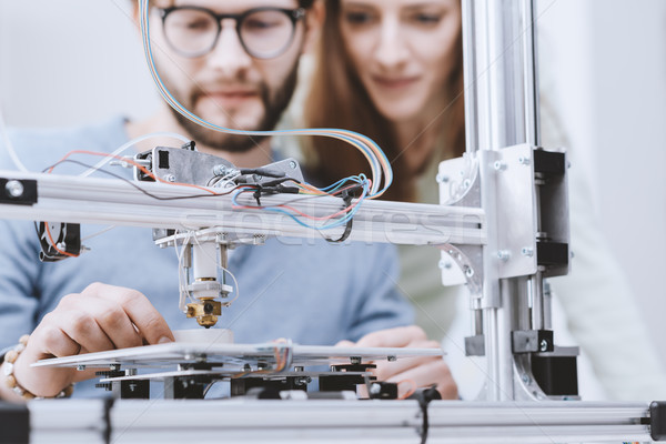 3D afdrukken onderwijs glimlachend studenten printer Stockfoto © stokkete