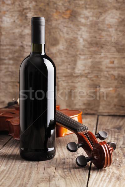 Vörösbor üveg hegedű fából készült antik borosüveg Stock fotó © stokkete