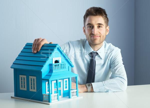 Makelaar model huis vriendelijk lichtblauw home Stockfoto © stokkete