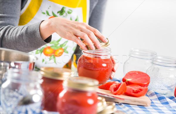 Salsa di pomodoro preparazione donna riempimento vetro tovaglia Foto d'archivio © stokkete