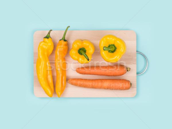 Fresche peperoni carote tagliere legno tagliere Foto d'archivio © stokkete