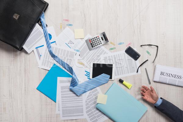 Stockfoto: Business · mislukking · zakenman · aktetas · papierwerk