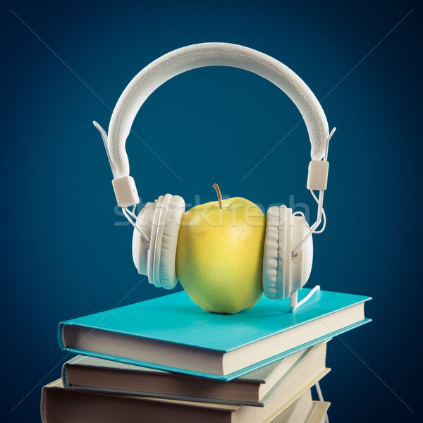яблоко наушники желтый книгах перерыва Сток-фото © stokkete