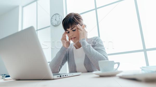 Bitkin işkadını baş ağrısı genç kadın çalışma Stok fotoğraf © stokkete