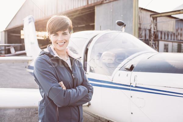 Donna sorridente aeroporto luce aeromobili sorridere Foto d'archivio © stokkete