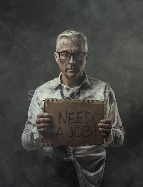 Stok fotoğraf: Işsiz · işadamı · karton · imzalamak · umutsuz