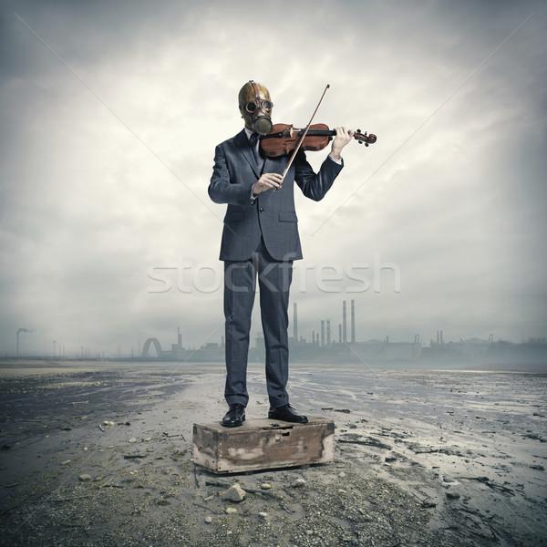 üzletember gázmaszk hegedű zene portré maszk Stock fotó © stokkete