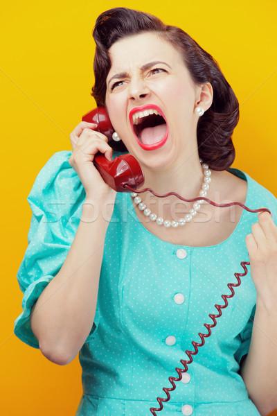 Boos vrouw schreeuwen telefoon vintage Stockfoto © stokkete
