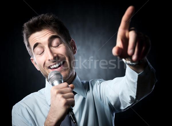 Szónok férfi beszéd mikrofon gesztikulál üzletember Stock fotó © stokkete