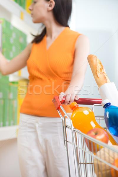 Foto stock: Mulher · escolher · produtos · supermercado · mulher · jovem