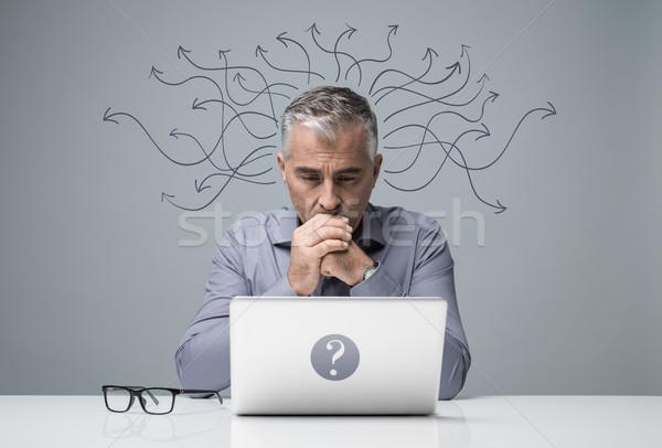 Stok fotoğraf: Dalgın · işadamı · çalışma · dizüstü · bilgisayar · odaklı · oturma