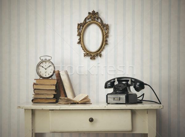 Klasszikus belső közelkép asztal könyvek öreg Stock fotó © stokkete