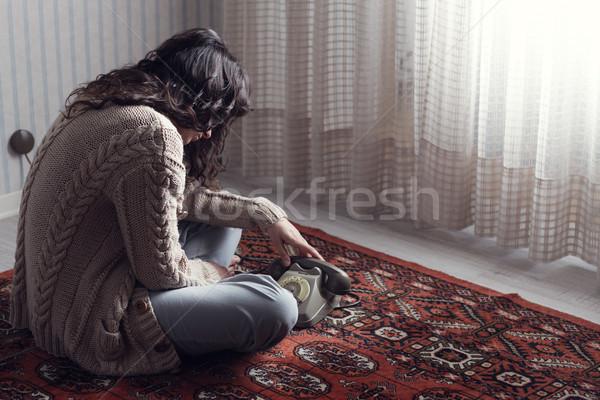 Depressão triste mulher sessão piso espera Foto stock © stokkete