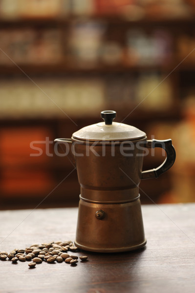 Oude koffiezetapparaat houten tafel warmte Italië close-up Stockfoto © stokkete