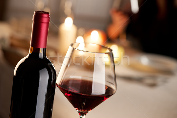 Foto d'archivio: Degustazione · di · vini · ristorante · bottiglia · vetro · vino · rosso · party