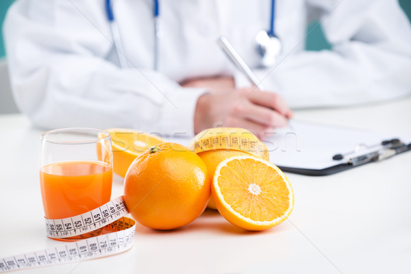 Dieet plan voedingsdeskundige arts schrijven focus Stockfoto © stokkete