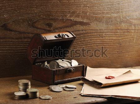 Vintage бизнесмен портфель открытых полу финансовых Сток-фото © stokkete