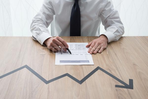 Negativos financieros tabla gerente flecha Foto stock © stokkete