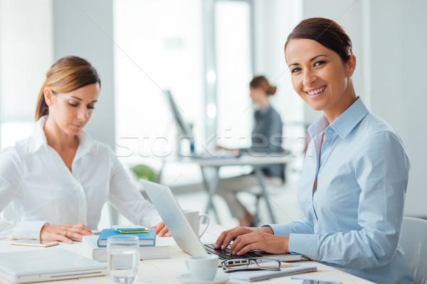 Erfolgreich Frauen Arbeit Business arbeiten Stock foto © stokkete