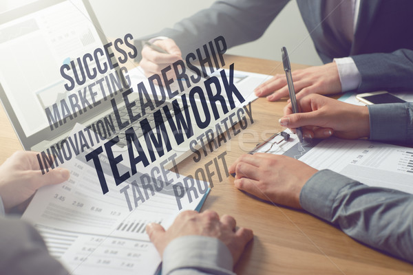 Negócio profissionais financeiro dados mesa de escritório Foto stock © stokkete