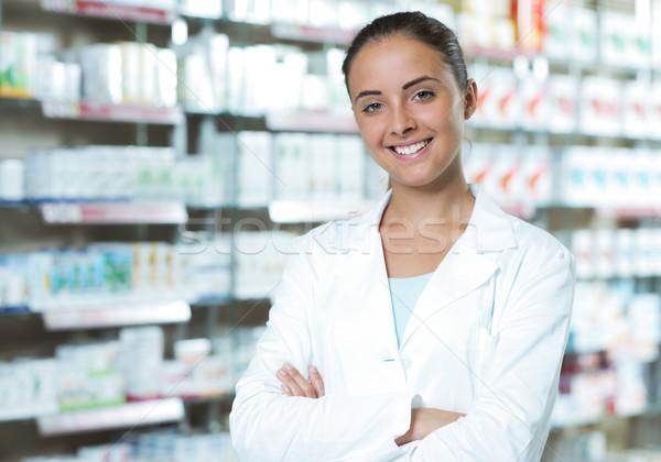 Portret uśmiechnięta kobieta farmaceuta apteki środowiskowy medycznych Zdjęcia stock © stokkete