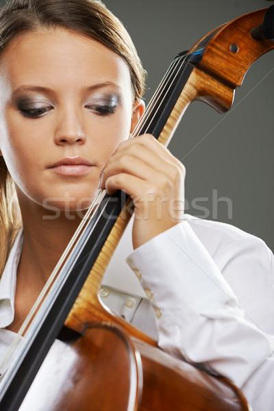 Güzel viyolonsel çalan müzisyen portre sarışın kadın Stok fotoğraf © stokkete