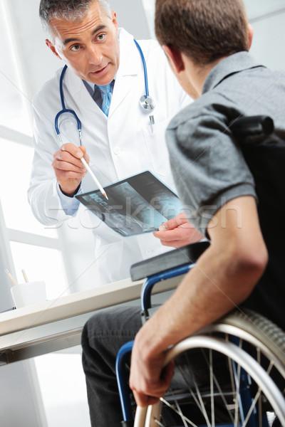 Médico Xray paciente joven silla de ruedas Foto stock © stokkete