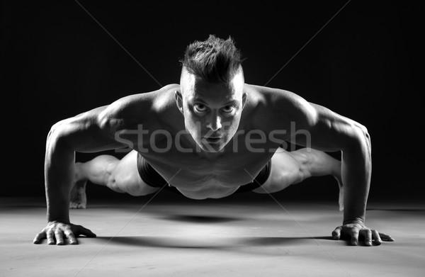 筋肉の 男 見える フォワード 暗い ストックフォト © stokkete