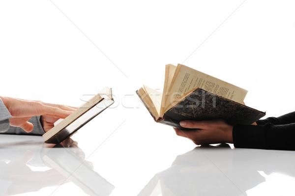 Foto d'archivio: Uomo · donna · lettura · vecchio · libro