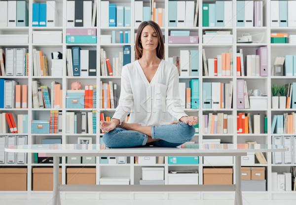 Photo stock: Femme · méditation · bureau · maison