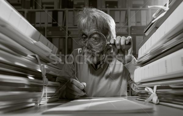 старший исследователь увеличительное стекло Дать бизнеса Сток-фото © stokkete