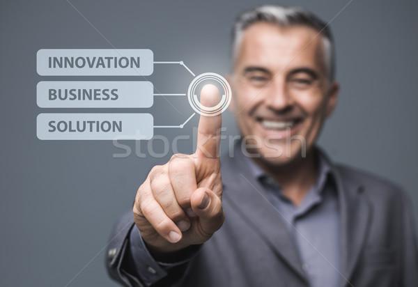 üzletember virtuális érintőképernyő interfész kiválaszt üzlet Stock fotó © stokkete