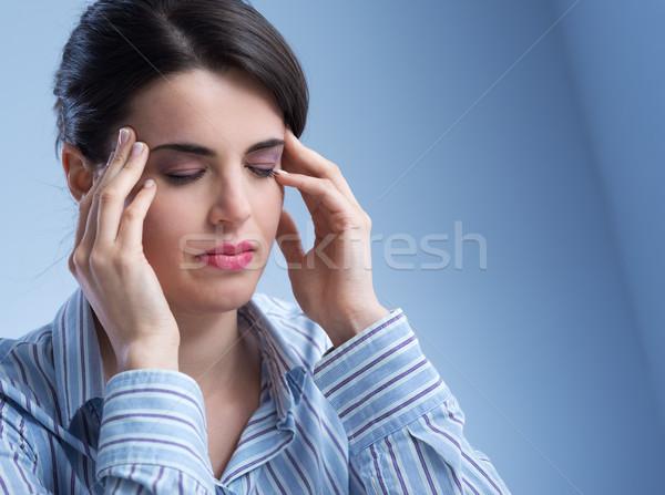 Vrouw hoofdpijn jonge vrouw aanraken stress pijn Stockfoto © stokkete