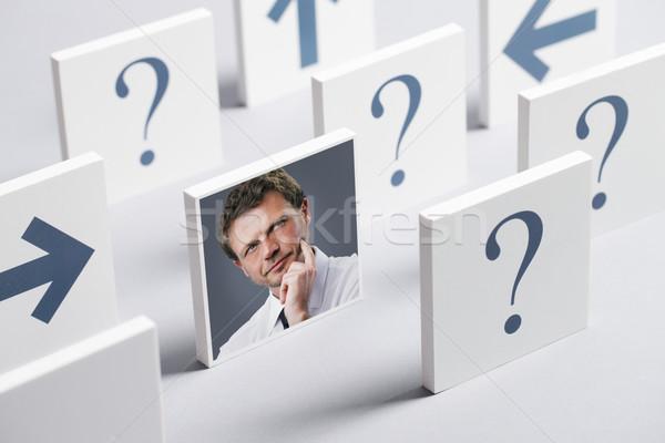 Stockfoto: Nadenkend · man · portret · verward · zakenman · vraagtekens