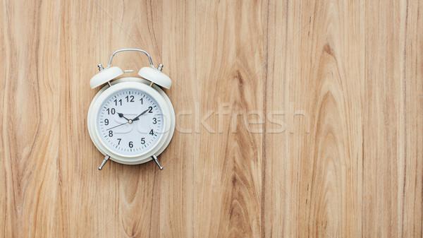 ヴィンテージ 目覚まし時計 木製のテーブル 切迫 締め切り 木材 ストックフォト © stokkete