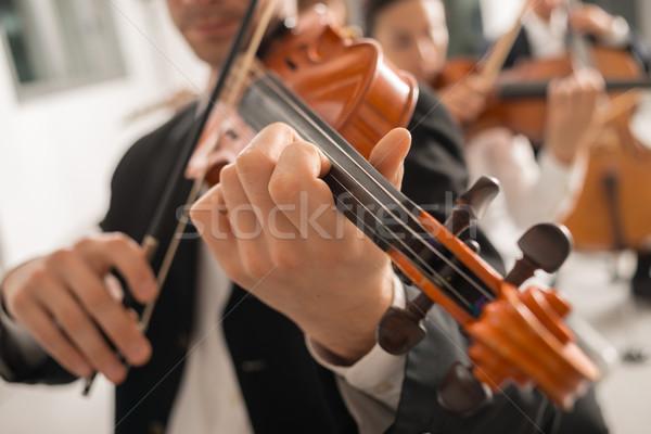 Hegedűművész előad színpad zenekar klasszikus zene szimfónia Stock fotó © stokkete