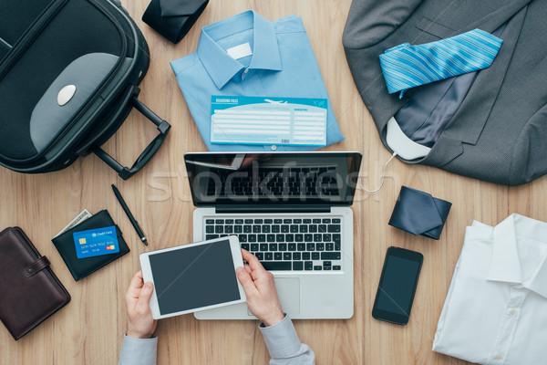 üzletember tervez üzleti út vállalati csomagol táska Stock fotó © stokkete