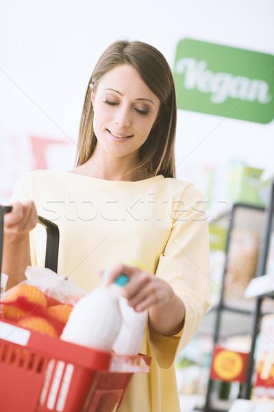 Zdjęcia stock: Młoda · kobieta · supermarket · młodych · atrakcyjna · kobieta · spożywczy